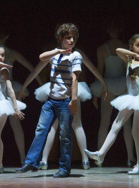Billy Elliot, ballet girls tap dance